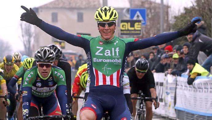 Ciclismo: a San Michele Giovanni Lonardi regala il bis alla Zalf Fior