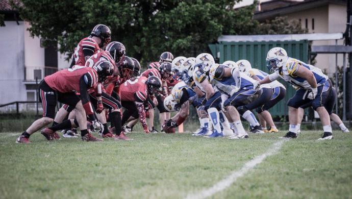 Football Americano: Cavaliers spreconi, Mastini spietati