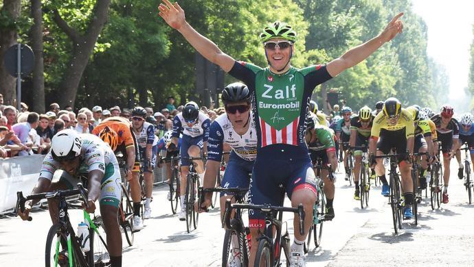 Ciclismo: Giovanni Lonardi della Zalf sempre più re degli sprint