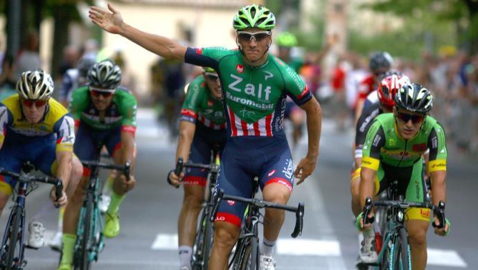 Ciclismo: Giovanni Lonardi, l'inchino per i tifosi a Casalnoceto